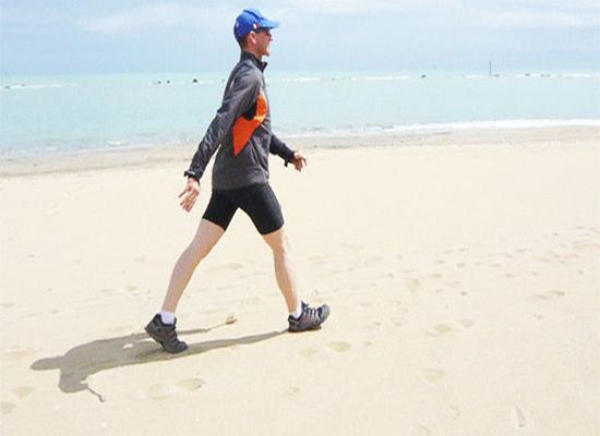 المشي.. فوائد واضحة للعقل والجسم