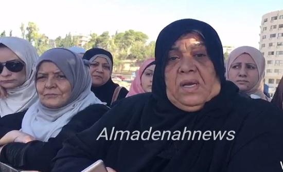 شاهد بالصور والفيديو : اعتصام امام النواب للمطالبة بالعفو العام ( قصة عائلة  في السجن  )