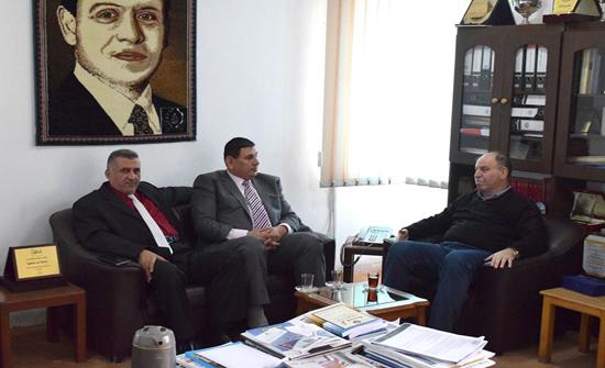 رئيس جمعية المكتبات والمعلومات الأردنية يزور جامعة إربد الأهلية