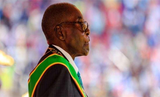 """موغابي.. 30 عاما رئاسية ينهيها """"الانقلاب"""