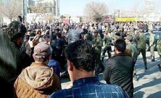 المقاومة الايرانية : استشهاد شابين من معتقلي الانتفاضة تحت التعذيب على يد جلادي خامنئي