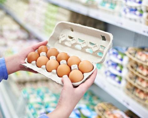 3 علامات تساعدكم على تمييز البيض الصحّي من الضار... بعضه قد ينقل إليكم عدوى دجاجة مريضة