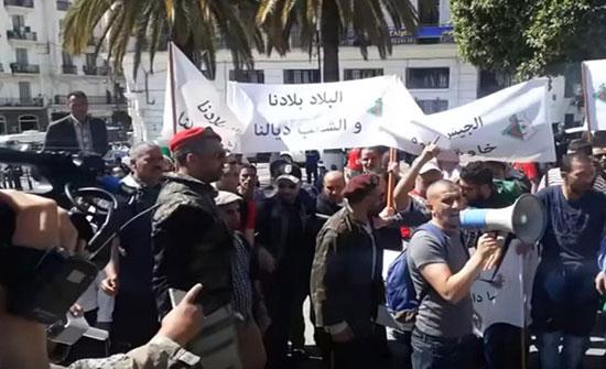 وقفة احتجاجية لدعم المؤسسة العسكرية بالجزائر العاصمة (شاهد)