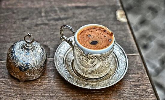 دراسة: القهوة للتخفيف من آلام الرقبة والكتفين