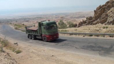 طريق الخرزة بالاغوار الجنوبية تفتقر لمتطلبات السلامة العامة