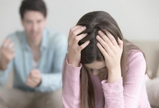بسبب تصرفات حماتها طلبت الخلع فـ'شهّر' بها زوجها على فيسبوك!