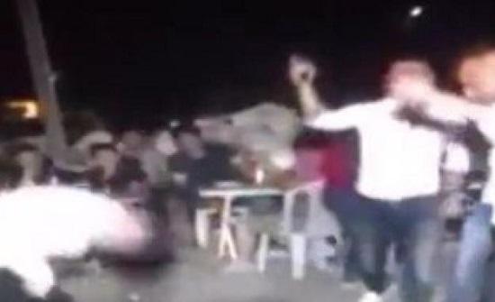 بالفيديو : شاب يقتل شقيقه في حفل زفاف شقيقتهما