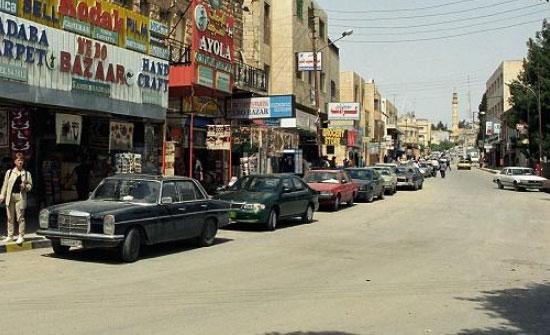 ازدحامات مرورية في شوارع مادبا