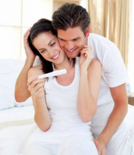 غثيان وانتفاخ البطن والبكاء... الزوج يشعر بأعراض الحمل أيضاً