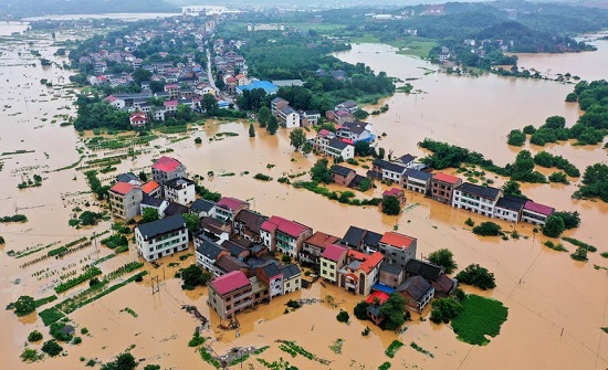 اجلاء 80 ألف شخص بسبب الأمطار الغزيرة والسيول في الصين