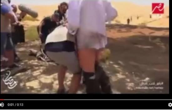 بالفيديو.. محمود حميدة يرتدي الزي الخليجي في «رامز تحت الأرض» وبنطاله يسقط