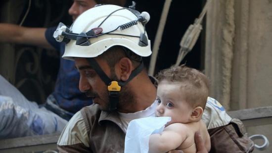 """ألمانيا وفرنسا تمنحان """"القبعات البيض"""" في سوريا جائزة حقوق الإنسان"""