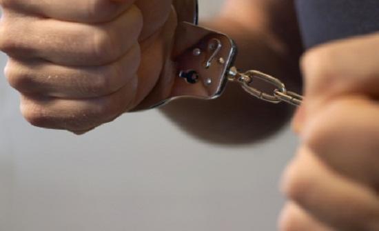القبض على مطلوب خطير في مداهمة أمنية بالخالدية