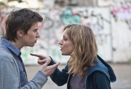 5 علامات تكشف أن حبَّه لك بدأ يخفّ!