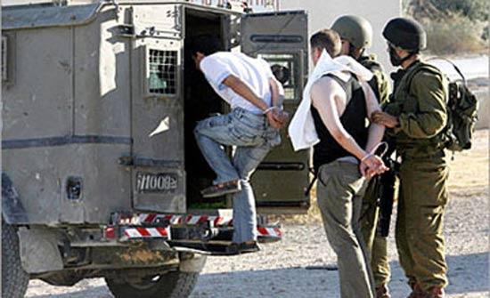 اسرائيل تعتقل 17 فلسطينيا في الضفة الغربية