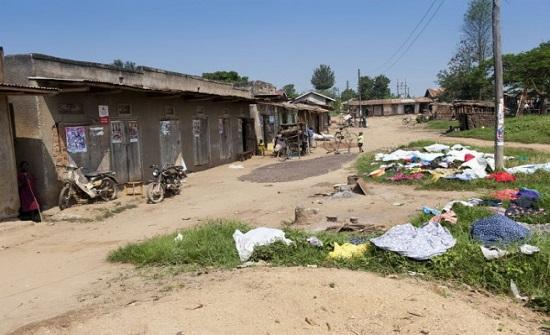 أوغندية تنتقم من زوجها أثناء نومه بطريقة بشعة بعد هجرها في الفراش