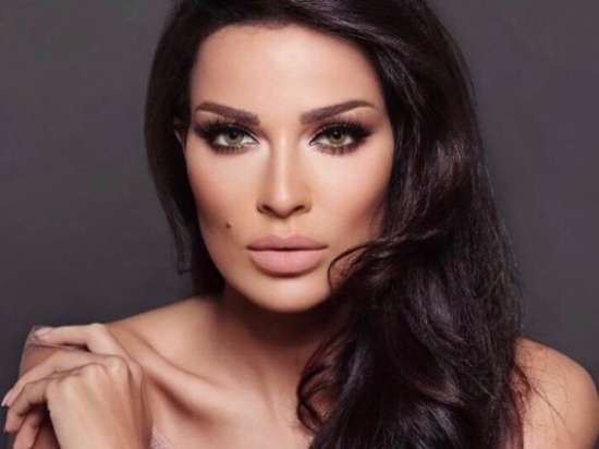 بالصورة: شامة نادين نجيم طبيعية أم تجميل؟ إليكم الجواب