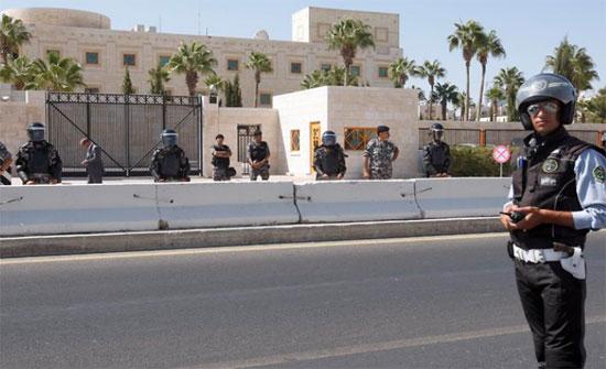 لاول مرة في الاردن : نواب ينفذون وقفة احتجاجية أمام السفارة الامريكية في عمان
