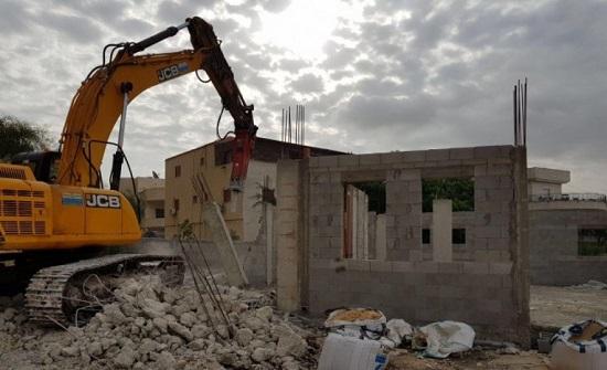الاحتلال يهدم غرفة زراعية ويدمر أشجارا في قصرة نابلس