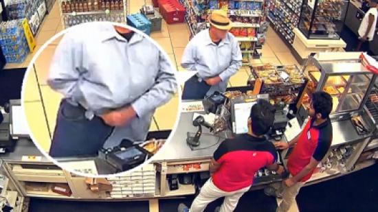 شاهد: رجلا يستخدم يده كمسدس وهمي للسطو على متجر بأميركا