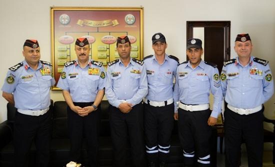 بالصور: تكريم عدد من مرتبات الأمن العام