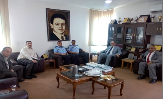 رئيس جامعة إربد الأهلية يستقبل وفداً من المعهد المروري الأردني