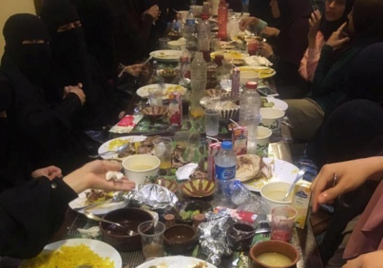 «شاهد» القصة الكاملة لمنتقبات يزعمن تعرُّضهن للضرب بالأحزمة داخل مطعمٍ بمصر