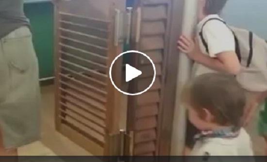 طفل يتعرض لحادث مروع بسبب والدته (فيديو)