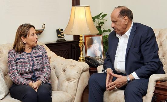 وزير الداخلية يلتقي السفيرة الاسبانية
