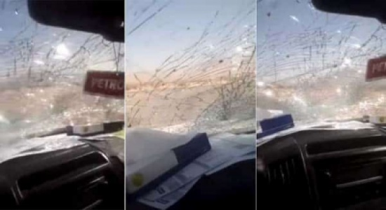 شاهد.. معلم يوثق تحطم زجاج سيارته معلقا على المشهد: هذه نهاية التدريس