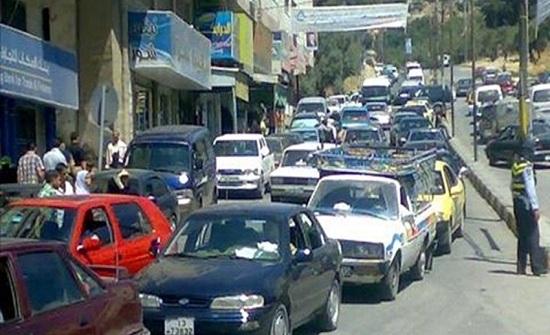 خطة مرورية في السلط للحد من اغلاق الشوارع بمواكب الخريجين