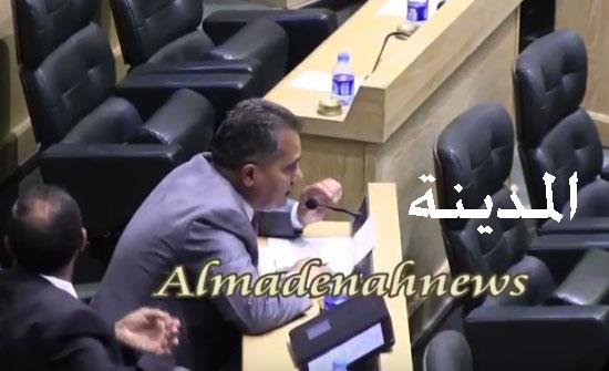 """بالفيديو : كلمة هميسات التي أثارت نواب البادية ودفعت الصرايرة لسحب وصفه سكان الطالبية بـ """" الوافدين """""""