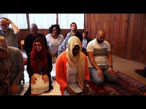 """""""شاهد"""": صلاة مختلطة في مسجد بأمريكا تثير جدلاً واسعاً"""