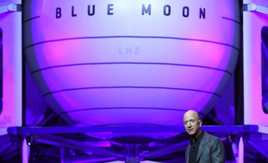 العمل في الفضاء والسكن على الأرض.. رؤية جيف بيزوس للمستقبل