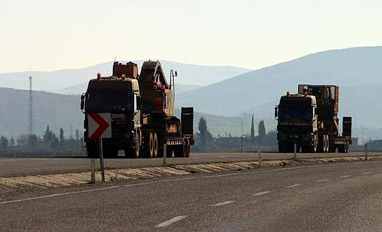 تعزيزات عسكرية تركية جديدة تصل إلى الحدود مع سوريا