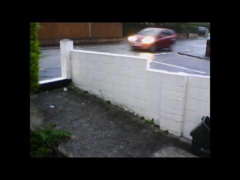 بالفيديو.. سيارة تصدم طالبة مدرسة وتقذفها عدة أمتار في الهواء