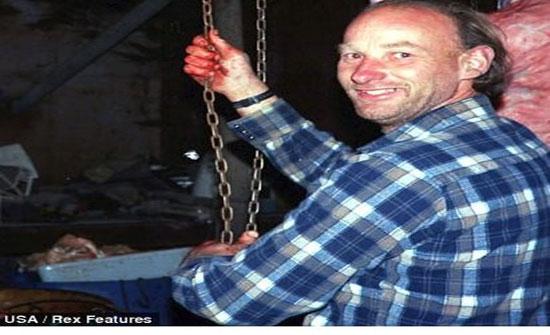 """بالصور: """"جزّار"""" يقتل 49 امرأة.. يقطّع أوصالهنّ ليبيعها!"""