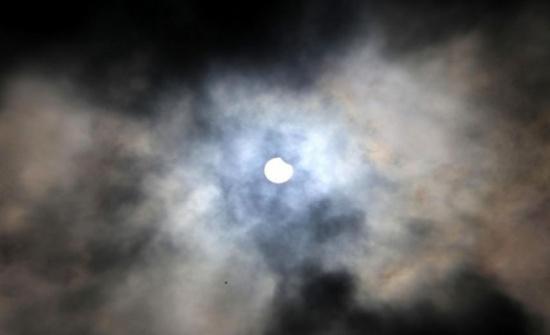 بالفيديو : خسوف جزئي للقمر في سماء الأردن ...