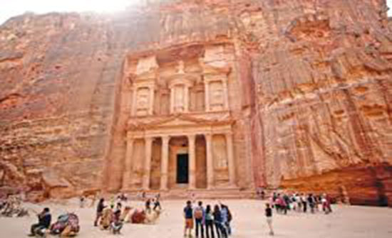 سلطة البترا تناقش مطالب الأدلاء السياحيين
