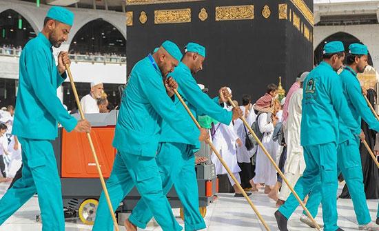 استعداداً للحج.. 4 آلاف فرد ينظفون ساحات المسجد الحرام