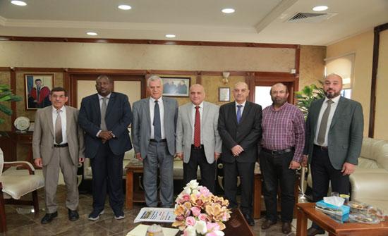 وفد من اتحاد المهندسين العرب يزور جامعة الزرقاء