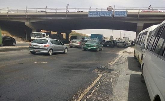 صور : ادارة السير تحذر السائقين على اتوستراد عمان / الزرقاء