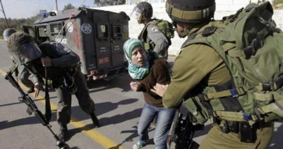 اعتقال فتاة على حاجز قلنديا بحجة محاولة تنفيذ طعن