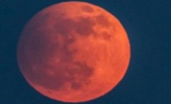بالصور : هكذا رأى العالم الخسوف الدموي للقمر.. صور من كل الدول تقريبا