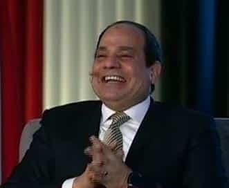 """""""طيب يا أبو خليل"""".. شاب يفاجئ السيسي بسؤال يدفعه للضحك -فيديو"""