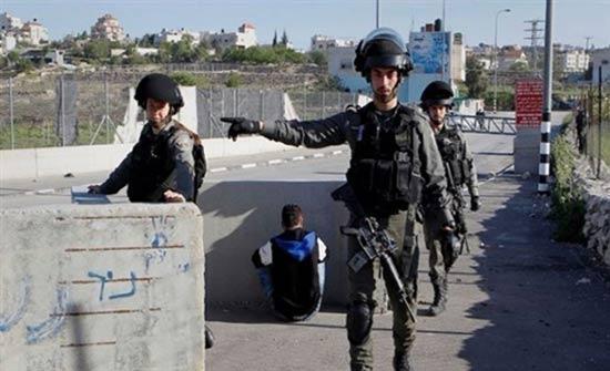 اعتقالات واعتداءات بالضرب في الخليل