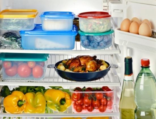 هذه هي المدّة المناسبة لحفظ الأطعمة في ثلاجتك... إنتبهي للبيض واللحوم