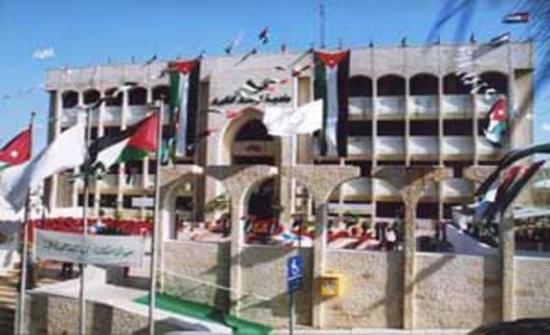 بلدية الهاشمية تنفذ حملات نظافة في مختلف مناطق لواء الهاشمية