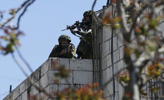 حملة اعتقالات للاحتلال في الضفة تطال عشرات الفلسطينيين