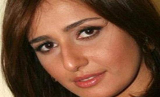 حلا شيحة تحذف صورها المكشوف فيها شعرها..هل تعود لحجابها بعد زيارتها زوجها؟